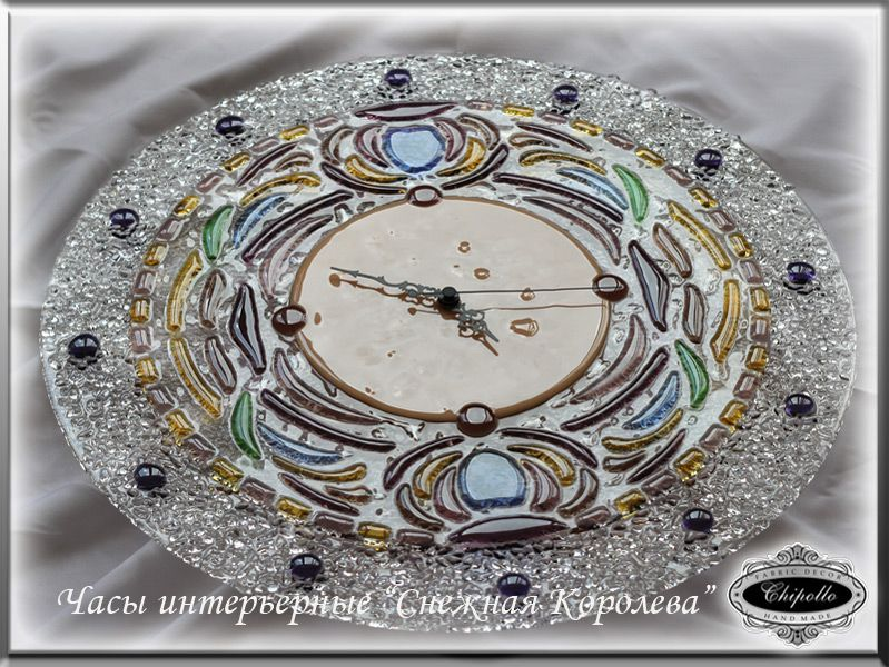 часы из витража и цветного стекла