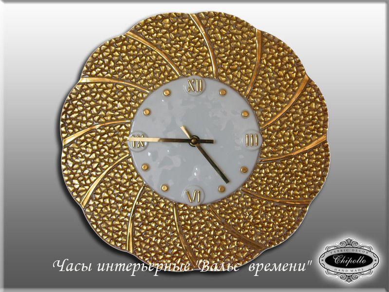 часы с золотым декором