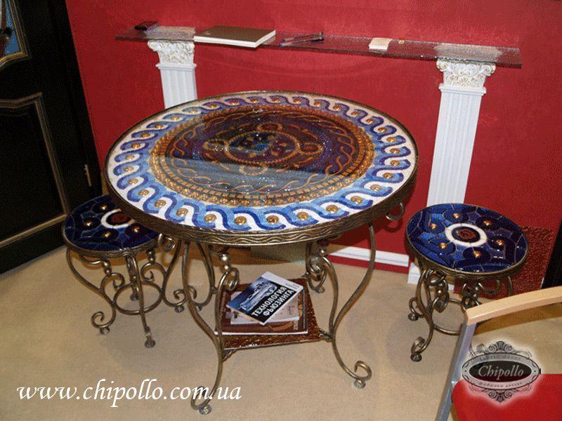 декоративный стол из цветного стекла