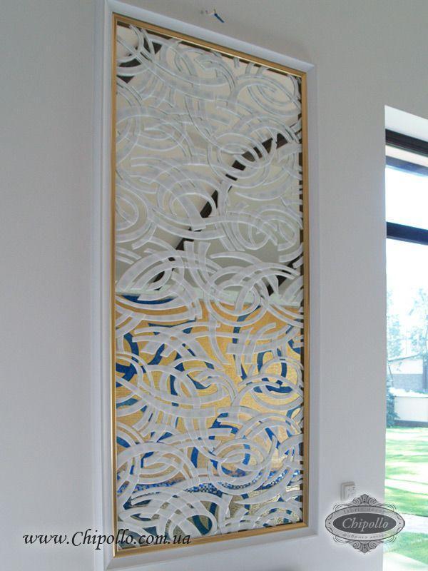 прямоугольное декоративное зеркало в золотой раме