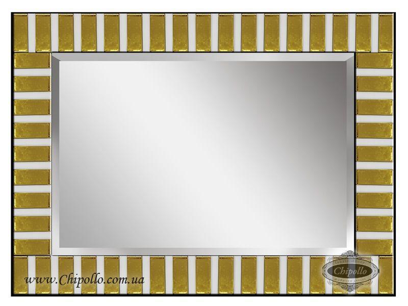 интерьерное зеркало в золотом декоре в раме