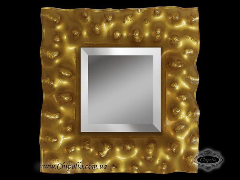 интерьерное зеркало с золотом