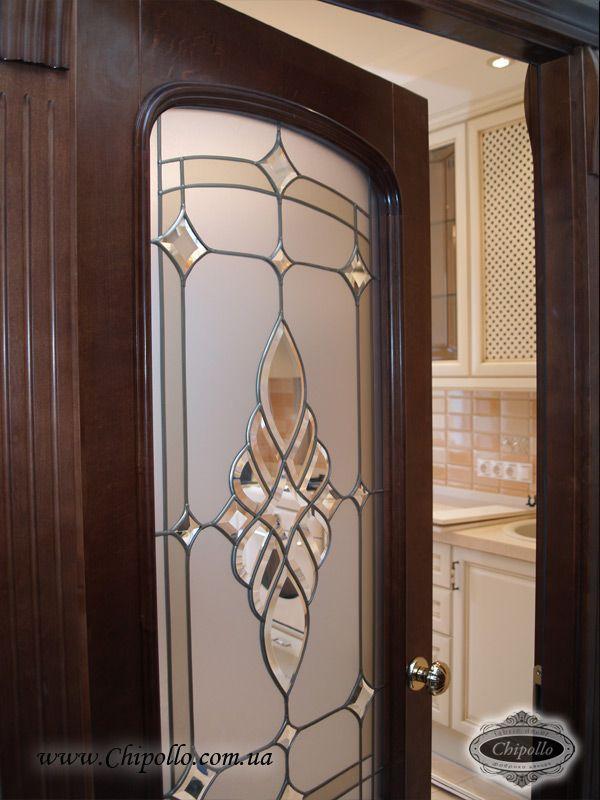 витражное декоративное окно в двери