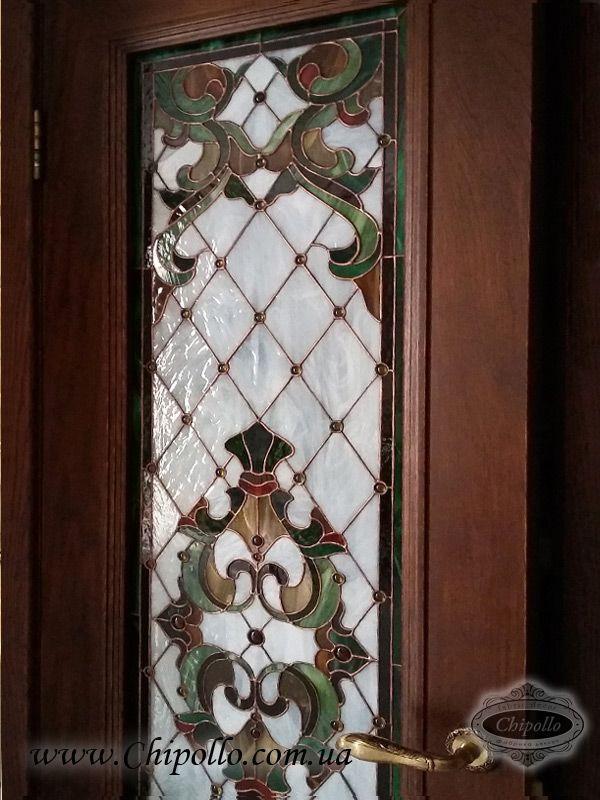 витражный декор из цветного стекла в двери