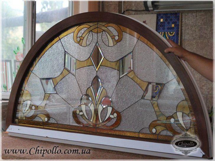 окно с витражным декором