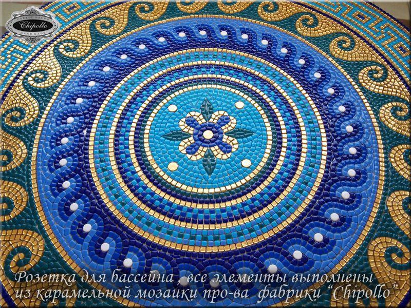 розетка для бассейна из цветной мозаики