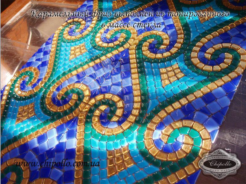 фриз из цветной мозаики