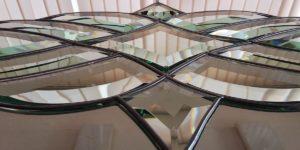 стеклянное панно с узором на кухню